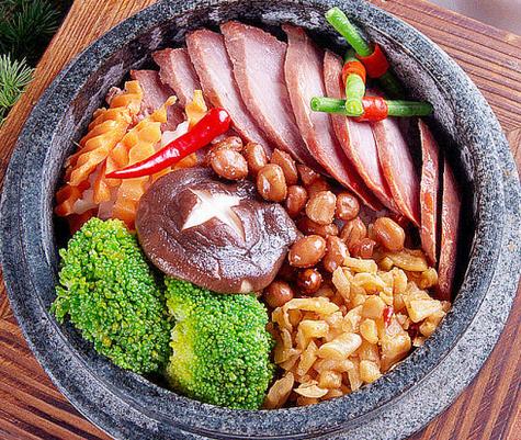 阿信石锅饭口味多样