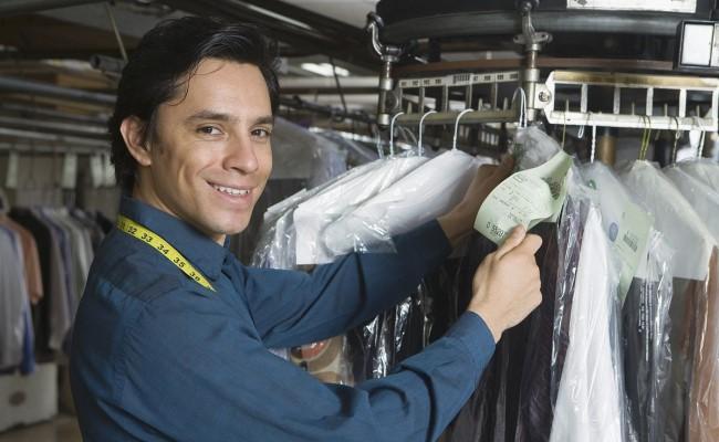 绿伞洗衣干洗工作人员