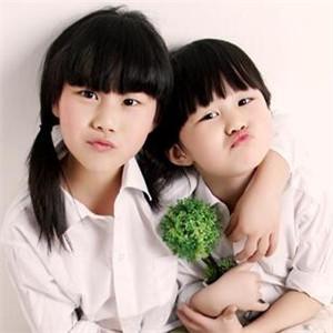 小王国儿童摄影姐妹照