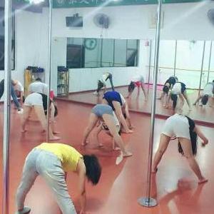 东艾舞蹈拉伸运动