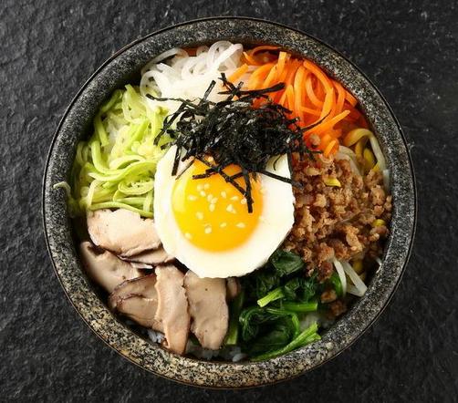 韩娜石锅拌饭丰富