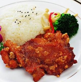 龙记香酥鸡排饭蔬菜搭配