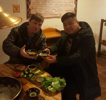 梁山烤肉外国顾客