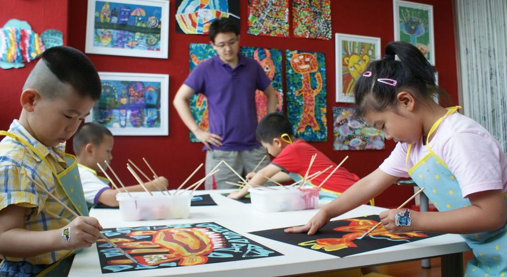 创意娃娃美术教育加盟