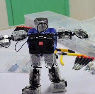 乐博机器人拼装完成