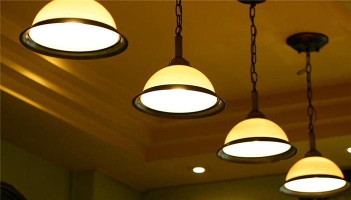 玉茂灯饰黄色灯光