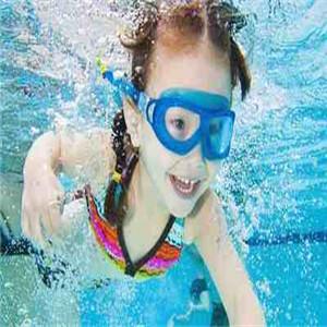 伊亲婴儿游泳馆游泳
