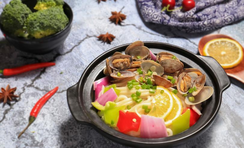 吉满溢秘制砂锅煲特色美食
