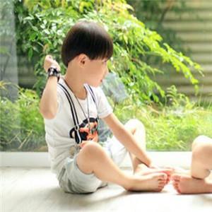 安迪尔儿童摄影伸脚