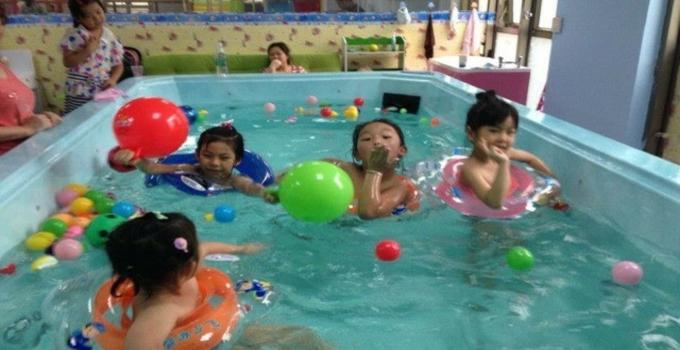 水贝贝婴幼儿游泳馆孩童游泳