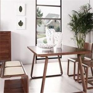 曲美家具桌子
