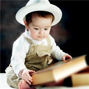 宝宝贝贝儿童摄影看书