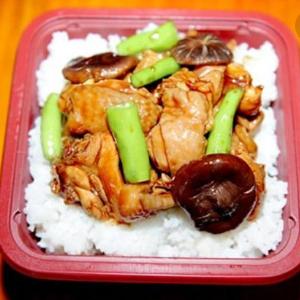 板栗焖烧鸡养生饭