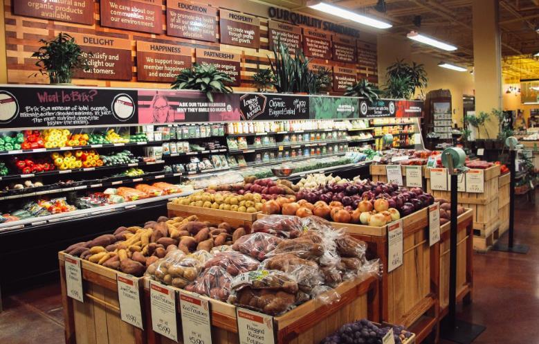 阿兰朵超市蔬果柜台