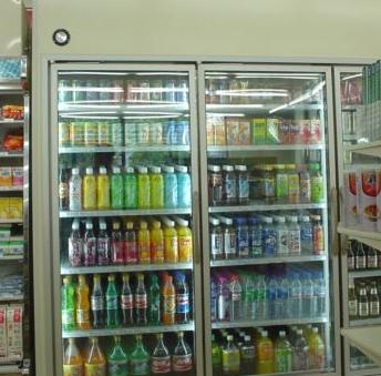 易购便利店饮料区