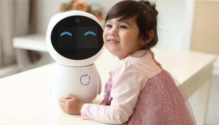 麥麥育兒機器人抱著