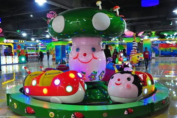 奇乐屿儿童乐园玩耍