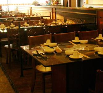 本色本样韩餐厅餐桌