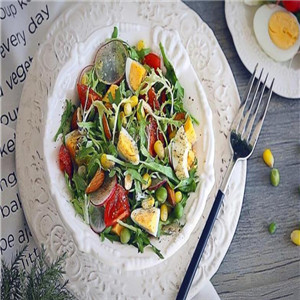 轻点沙拉蔬菜