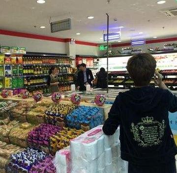 丹尼斯超市店内展示