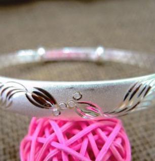 親嘴魚銀飾美麗