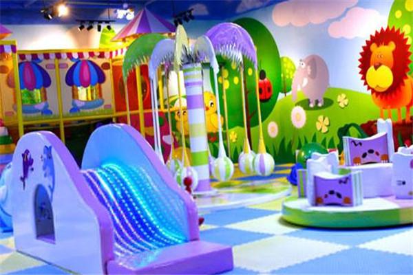 奇乐岛儿童乐园玩耍