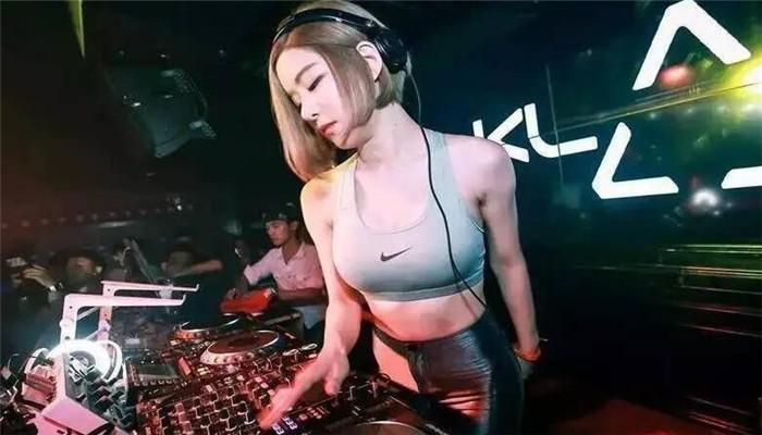 乐酷DJ女生