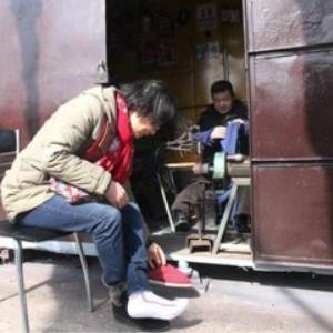 修鞋修鞋工人