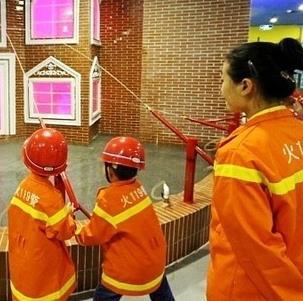 六月坡儿童职业体验馆消防员演习