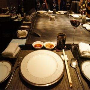 伊兹铁板烧餐桌