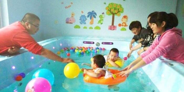 小兔贝贝婴儿游泳馆