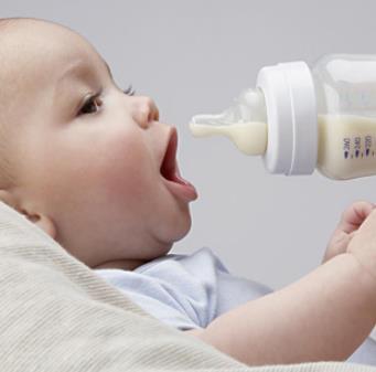 施恩奶粉喝奶