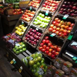 保柳水果蔬菜超市环境