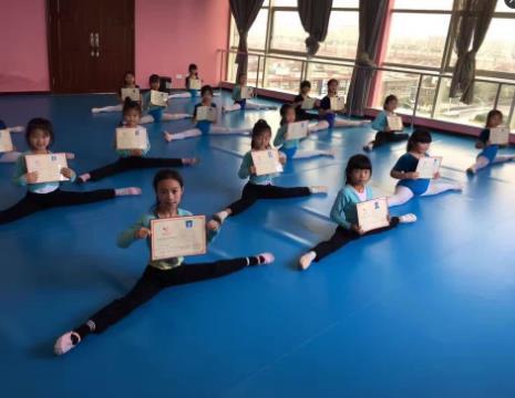 全明星语商学校舞蹈训练
