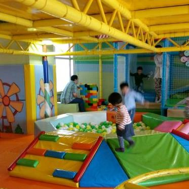 乐乐派儿童室内游乐场玩耍