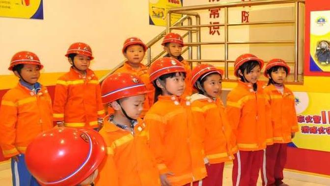 六月坡儿童职业体验馆消防演习体验