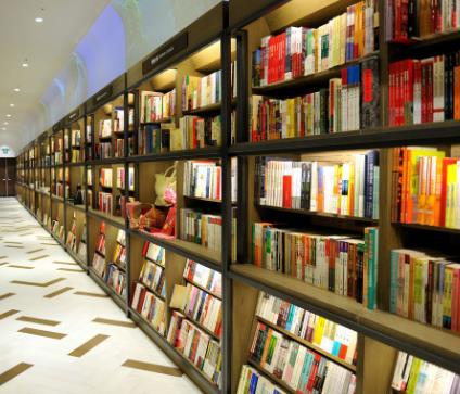 希望书店书柜展示
