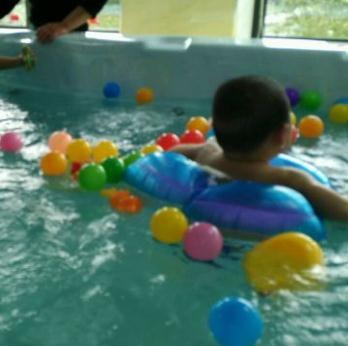 嗨佩兒嬰童生活館游泳