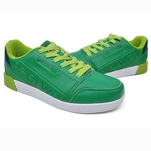 德尔惠服装绿色