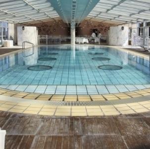 水疗会所游泳池
