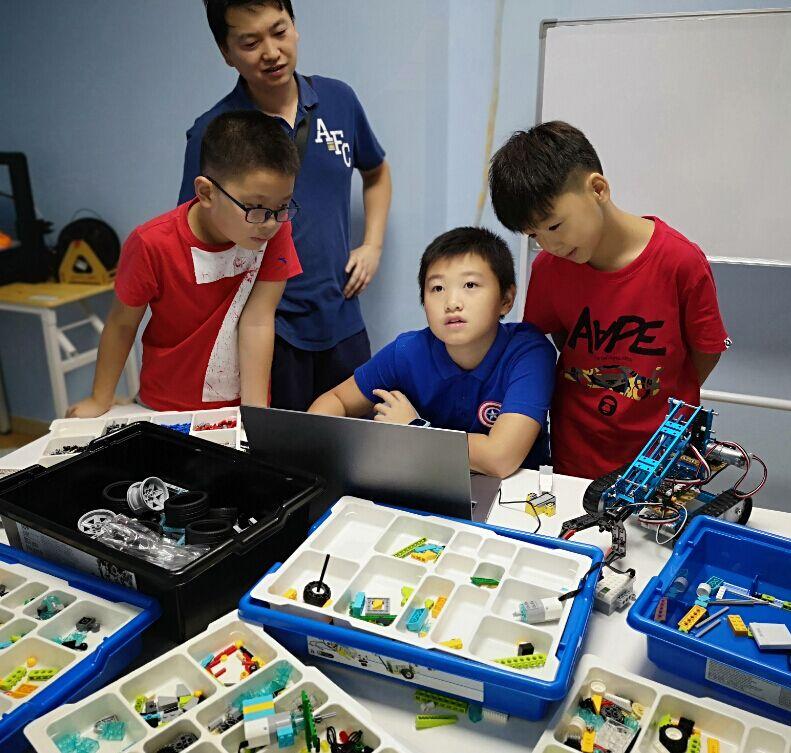特力科机器人科教中心
