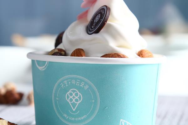 十二朵茶饮冰淇淋