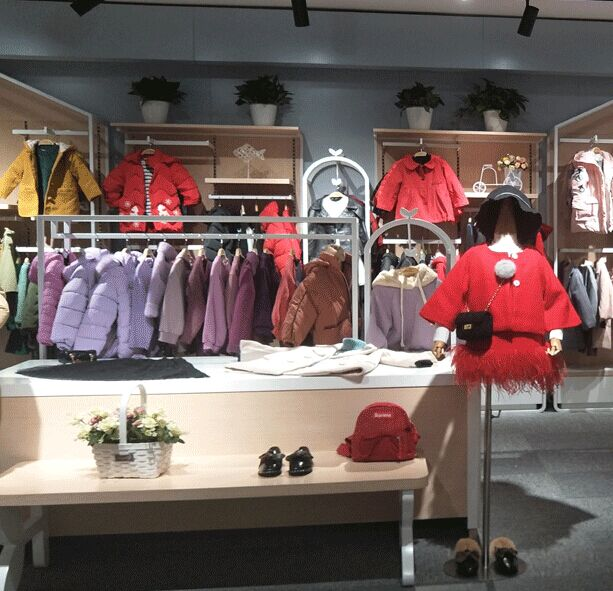 可米芽快时尚生态童装品牌货架