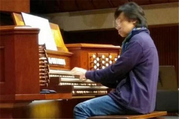 星海音乐教育弹琴