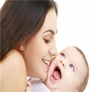 可愛可親母嬰愛笑