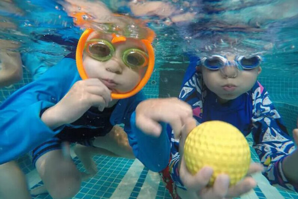 耐克运动营游泳训练