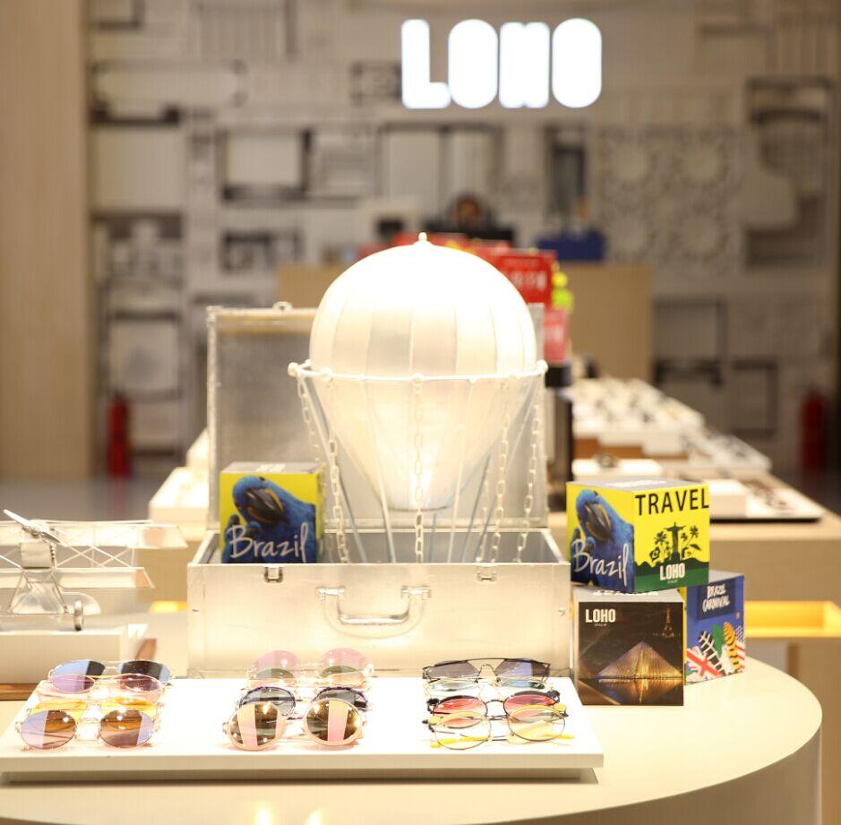 LOHO眼镜商品展架