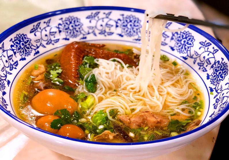 花椒餐饮香菇鸡汤米线