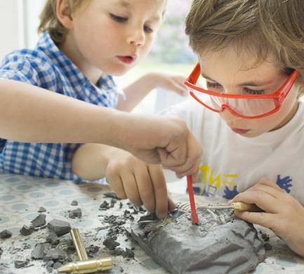 宝贝基地儿童主题乐园考古技能锻炼