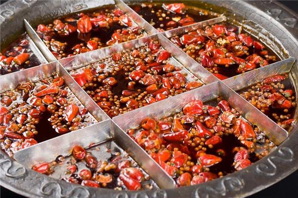 下江楠牛腩火鍋紅色